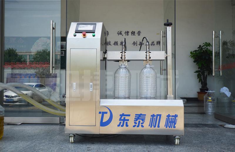 新型bsb润滑油灌装机
